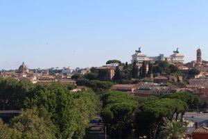vista panoramica su Roma dal giardino degli aranci