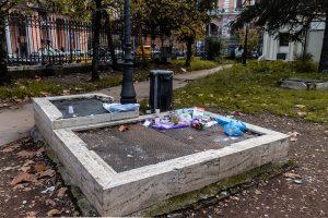 rifiuti nel parco di piazza vittorio